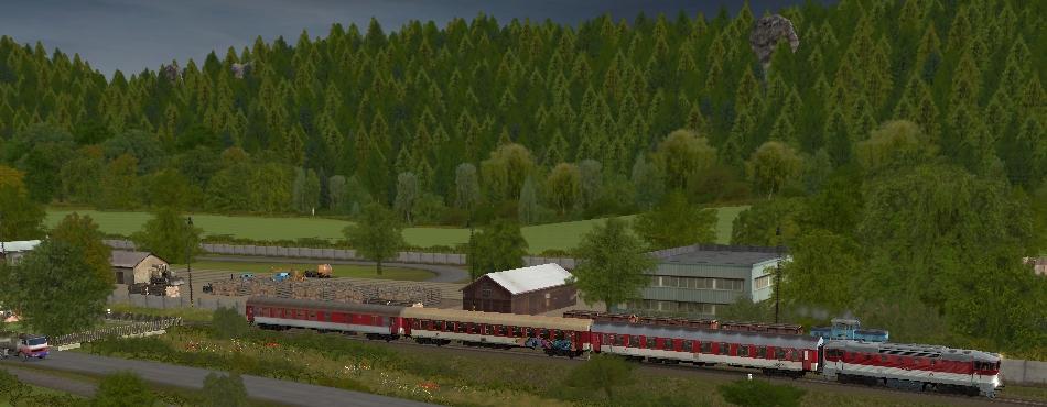 Os 5387 v čele s 750.201-6 vychádza zo stanice Vyšehrad do Lichkov hl. st.