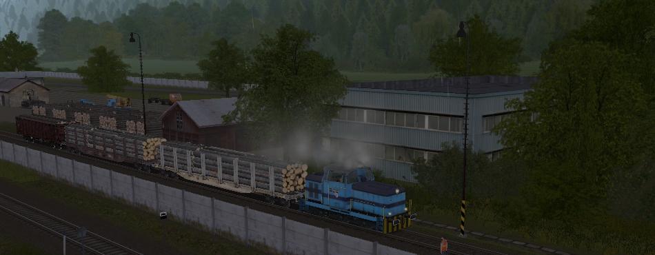 LOKOTRANS 710 na vlečke posunuje po búrke